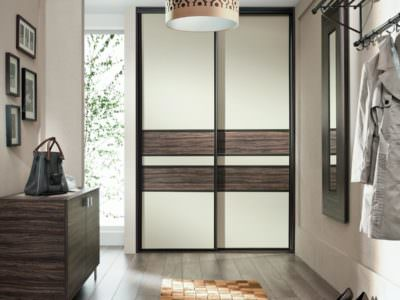 Шкаф-Купе в Прихожую Белые матовые двери+ Вставки из дерева